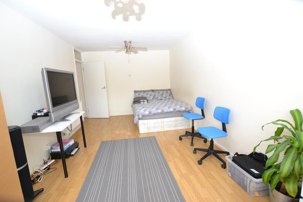 Clovely Way, ***SEPTEMBER LET***, London, E1 0SF